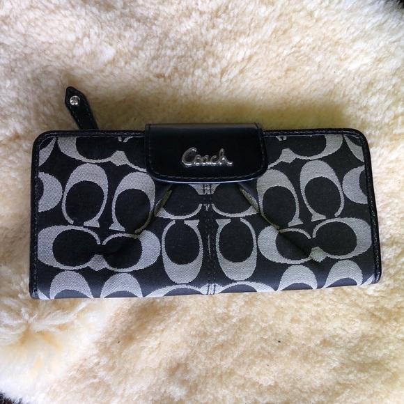 Coach Handbags - Signature Coach Wallet
